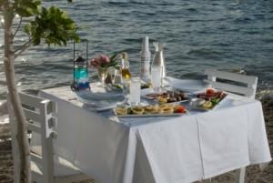 eating in Santorini